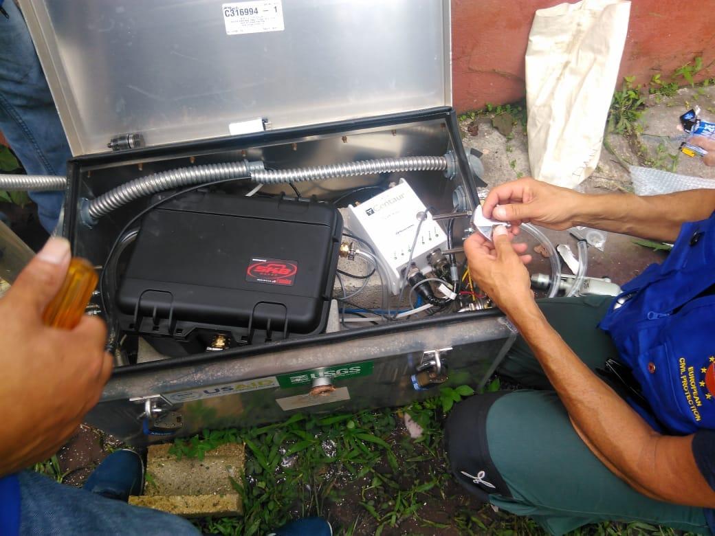 Científicos de la Unión Europea vinieron hace varias semanas e instalaron equipo en los alrededores del Volcán de Fuego. Insivumeh aún no logra comprar equipo. (Foto Prensa Libre: Unión Europea)
