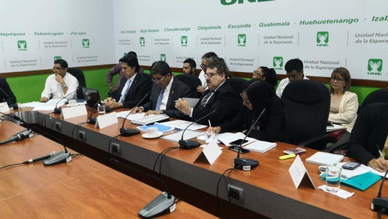 Autoridades del Ministerio de Agricultura acudieron a una citación en el Congreso. (Foto Prensa Libre: Carlos Álvarez)