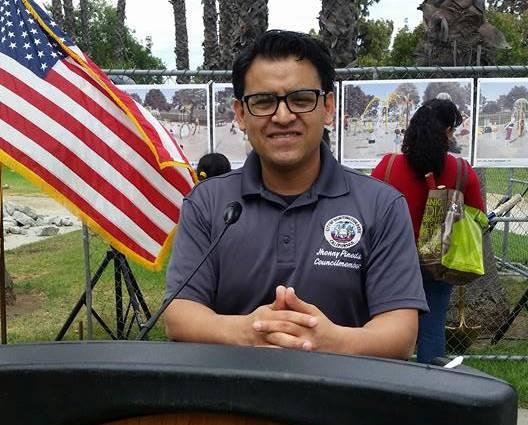 El guatemalteco Jhony Pineda durante una actividad como alcalde de la ciudad de Huntington Park, California. (Foto Prensa Libre: Huntington Park Mayor Jhonny Pineda).
