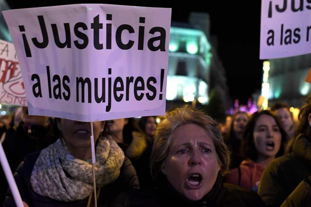 El 25 de noviembre de 1960 fue asesinada la activista Miverva Mirabal, junto a dos de sus hermanas y un hombre en República Dominicana, durante el gobierno del presidente Rafael Trujillo.