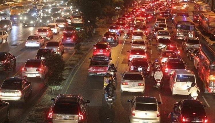 El caos vial es evidente en las avenidas principales de la ciudad de Guatemala. (Foto Prensa Libre: Hemeroteca PL).