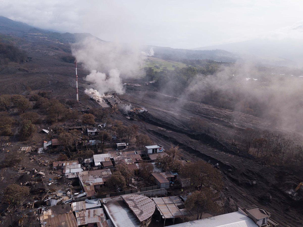 El ministro de Finanzas dice que aún se evalúan los daños que dejó la erupción del Volcán de Fuego. (Foto Prensa Libre: EFE)