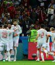 Los jugadores de España celebran el gol de Diego Costa, tanto que le dio la victoria a los europeos contra Irán. (Foto Prensa Libre: AFP)