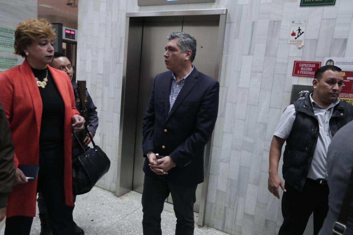 Juez Miguel Gálvez otorga arresto domiciliario a Gustavo Martínez