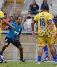 Ronaldinho participó de un partido de despedida junto a varios exjugadores. (Foto Prensa Libre: EFE)