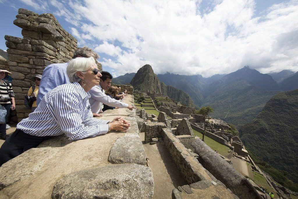América Latina lleva la peor parte de la crisis y se contraerá en 2015