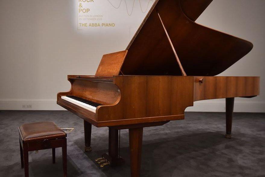 Subastan en Londres el piano con el que ABBA compuso éxitos como <em>Mamma Mia</em>