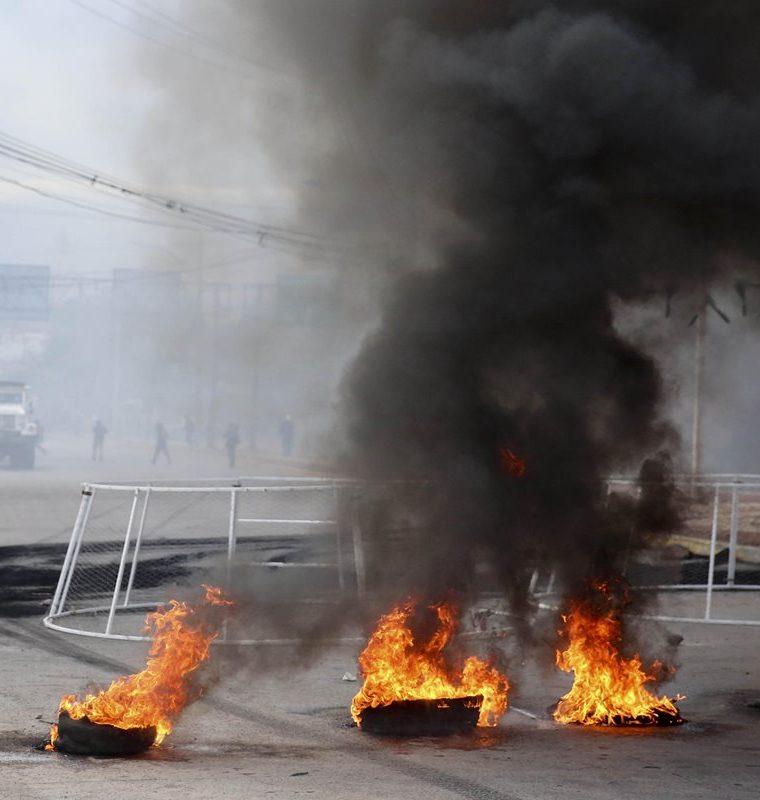 Los ciudadanos bloquearon las principales carreteas denunciando fraude en los resultados de las elecciones presidenciales. (Foto Prensa Libre: Hemeroteca PL)