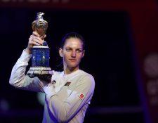 Pliskova alza su trofeo de campeona en Catar. (Foto Prensa Libre: AFP)