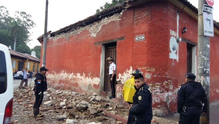 Sismo dañó vivienda en Antigua Guatemala, Sacatepéquez. (Foto Prensa Libre: Renato Melgar)