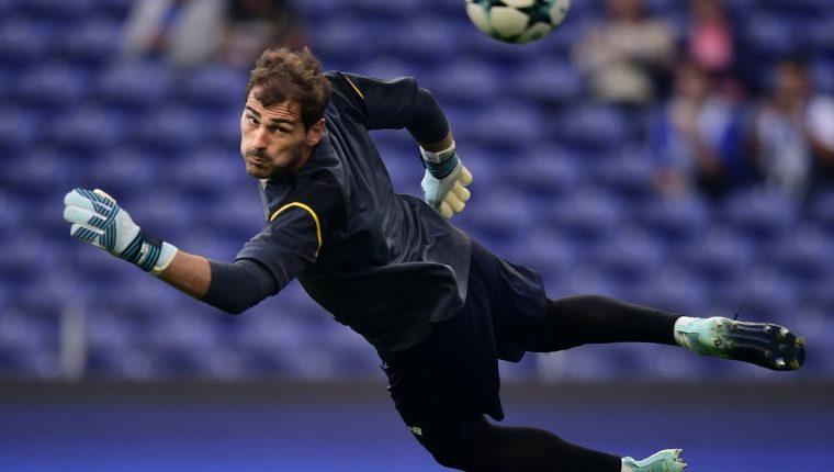 Casillas consiguió este domingo el título de la liga portuguesa con el Oporto. (Foto Prensa Libre: AFP)