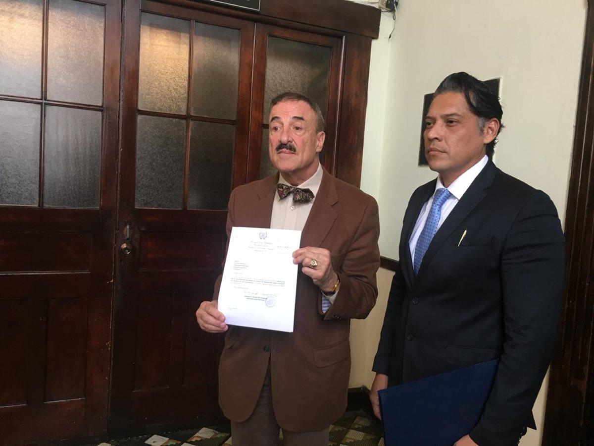 El diputado Fernando Linares-Beltranena es el ponente de la iniciativa. (Foto Prensa Libre: Carlos Álvarez)
