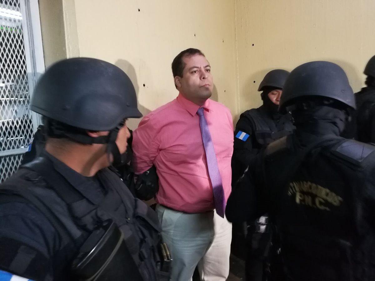 Julio Juárez llega a la Torre de Tribunales. (Foto Prensa Libre: Óscar Rivas)