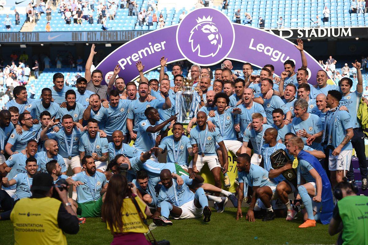 Los jugadores del Manchester City festejaron el título de campeones de la Premier League. (Foto Prensa Libre: AFP)