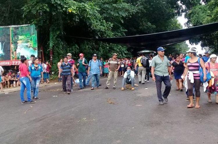 La suspensión del servicio de energía eléctrica ha causado bloqueos de carreteras. (Foto Prensa Libre: Hemeroteca PL).