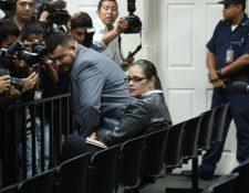La exvicepresidenta Roxana Baldetti luego de escuchar la sentencia en su contra evitó hablar con la prensa: (Foto Prensa Libre: Esbin García)