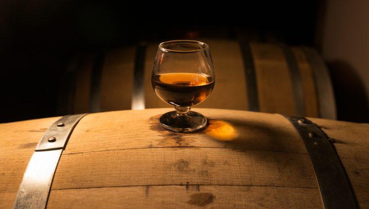 Uno de los productos que Guatemala importa de Reino Unido es el whisky, y su importe podría afectarse si no se ratifica un tratado antes de marzo de 2019. (Foto Prensa Libre: Shutterstock)