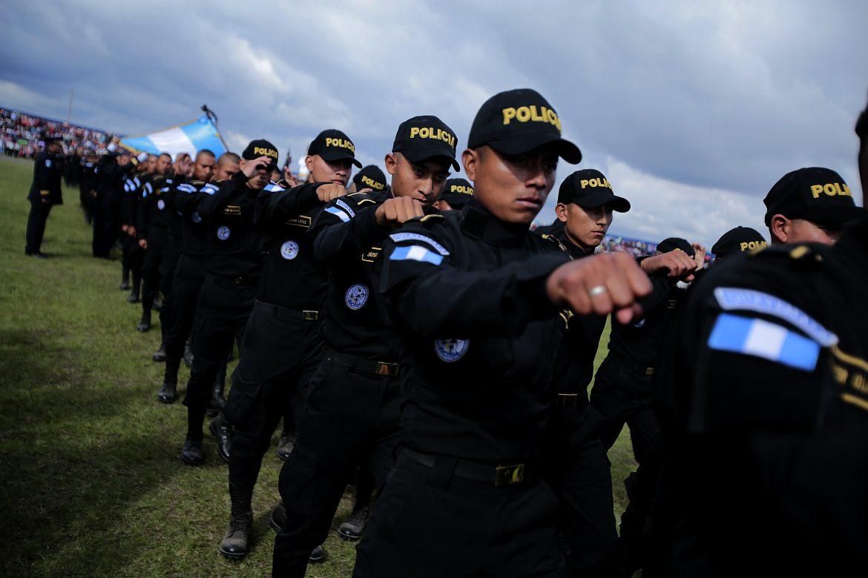 Esta semana fueron destituidos tres subdirectores y 15 jefes policiales por disposición del ministro Enrique Degenhart. (Foto Prensa Libre: Cortesía)