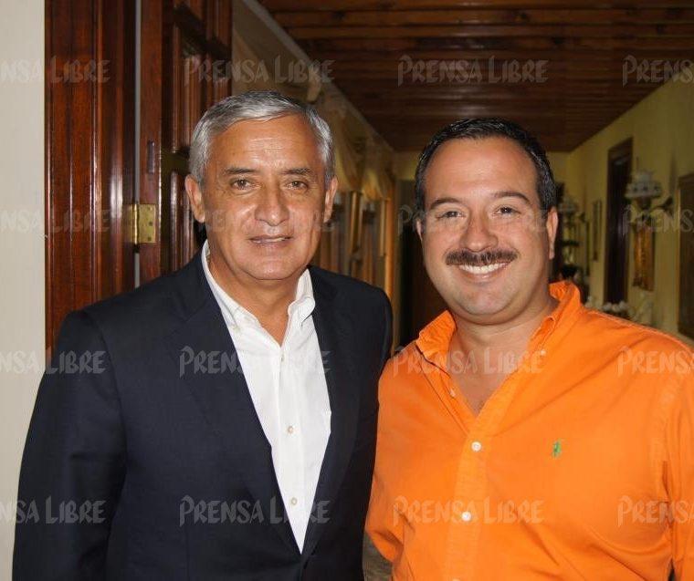 Mario Leal Castillo y Otto Pérez Molina cuando era miembro del Partido Patriota. (Foto Prensa Libre: Hemeroteca PL).