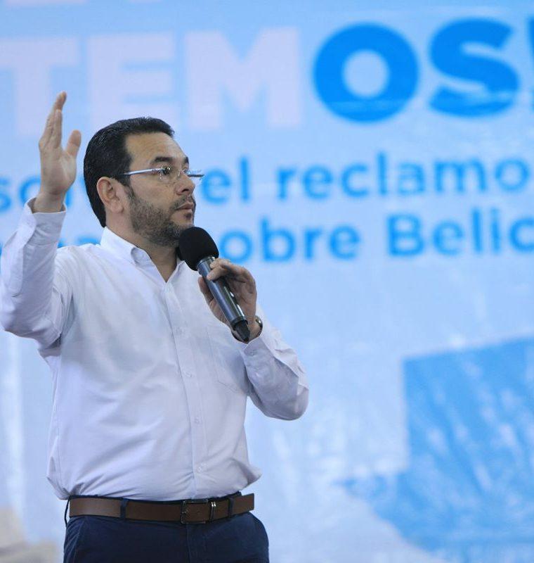 El presidente Morales hizo una gira por varias regiones del país para promover la participación ciudadana en la Consulta Popular. (Foto Prensa Libre: Presidencia)