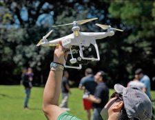 En el país el uso de drones se encuentra en auge y las autoridades carecen de tecnología que pueda detectar el número exacto de aparatos que existen.(Foto Prensa Libre: (Drones de Guatemala)