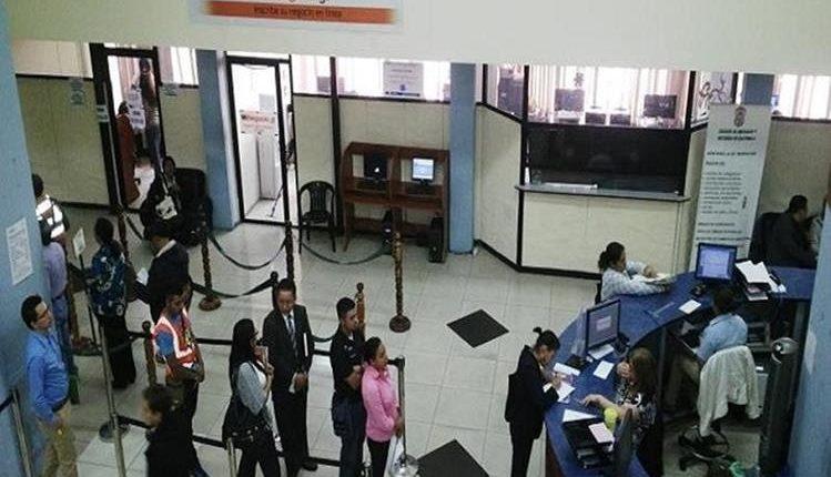 Las reformas al Código de Comercio permitirán modernizar los sistemas y procesos que se realizan para abrir una empresa en el Registro Mercantil. (Foto Prensa Libre: Hemeroteca)