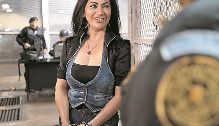 Marixa Ethelinda Lemus Pérez, alias la Patrona, al asistir a una audiencia por haberse fugado de Mariscal Zavala. (Foto Prensa Libre: Hemeroteca PL).