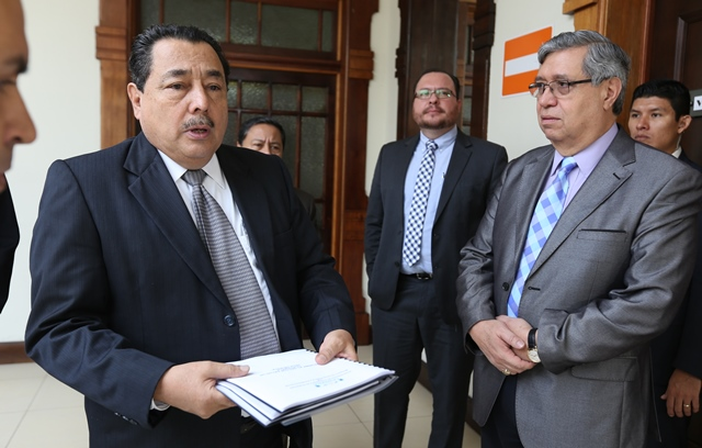 Ministro de Salud entrega lista de sus citas