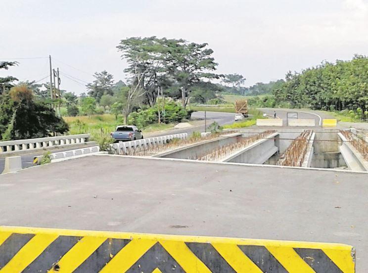 Los trabajos en la carretera CA-2 Occidente, desde Cocales hasta Tecún Umán, fueron abandonados Odebrecht. (Foto Prensa Libre: Hemeroteca PL)