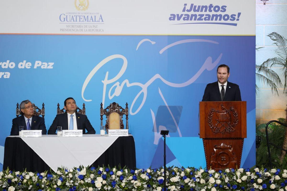 Álvaro Arzú Escobar, presidente del Legislativo, dirige un discurso en el Patio de la Paz. (Foto Prensa Libre: Óscar Rivas)