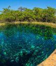 La laguna Cráter Azul, en Petén, se caracteriza por sus aguas tranquilas y cristalinas. Foto Prensa Libre: Hemeroteca