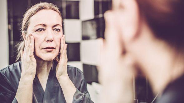 Encontrarte mejor por las mañanas y tener una piel de mejor aspecto son algunos de los efectos inmediatos que puedes notar al reducir el consumo de alcohol. GETTY IMAGES