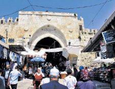 La puerta de Damasco es el punto de acceso al mercado en el sector árabe de la vieja ciudad. Jerusalén tiene ocho pórticos. (Foto Prensa Libre: Gustavo Montenegro)