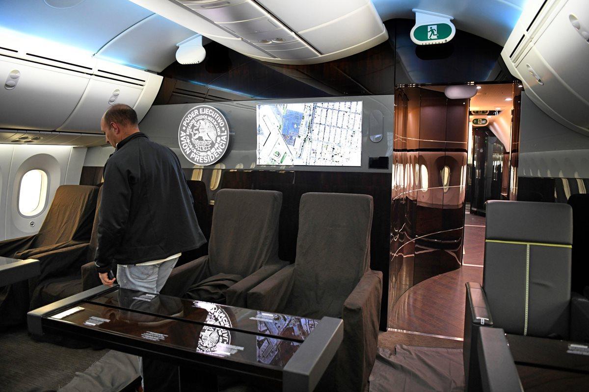 AMLO dijo que el avión presidencial era un lujo innecesario. (Foto Prensa Libre: EFE)