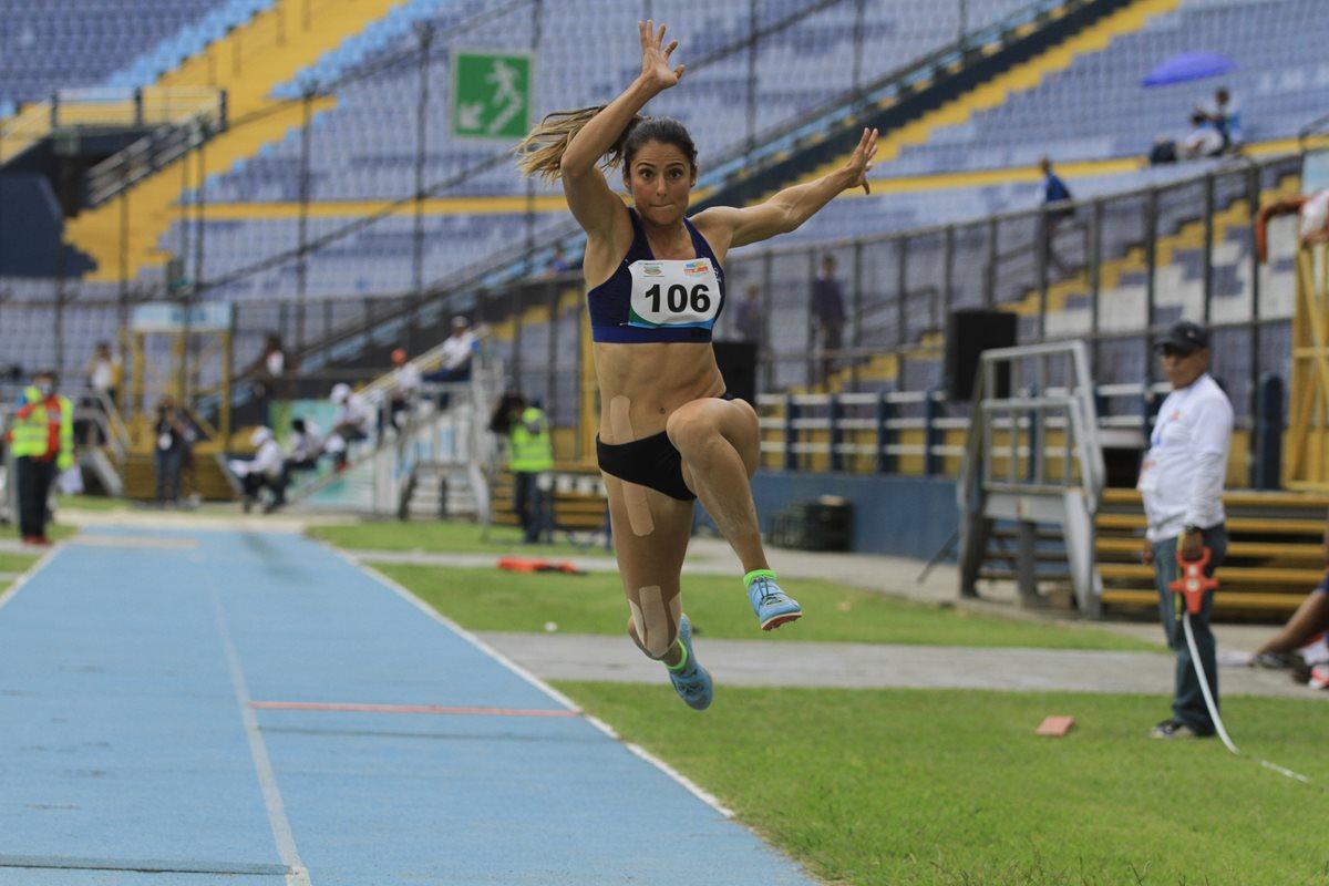 Thelma Fuentes impone récord en triple salto en el Campeonato Centroamericano de Atletismo