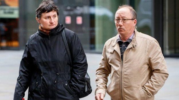 La madre de Lionnet, Catherine Devallonne y su padrastro, Stephane Devallonne, asistieron a gran parte del juicio. AFP