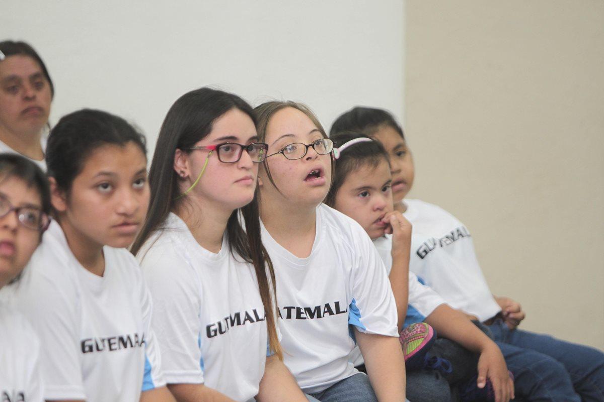 Los atletas guatemalatecos fueron juramentados ayer antes de su participación en los Juegos de Olimpiadas Especiales en Panamá. (Foto Prensa Libre: Norvin Mendoza)