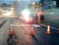 Persona murió al intentar cruzar la calle. (Foto Prensa Libre: Amílcar Montejo)