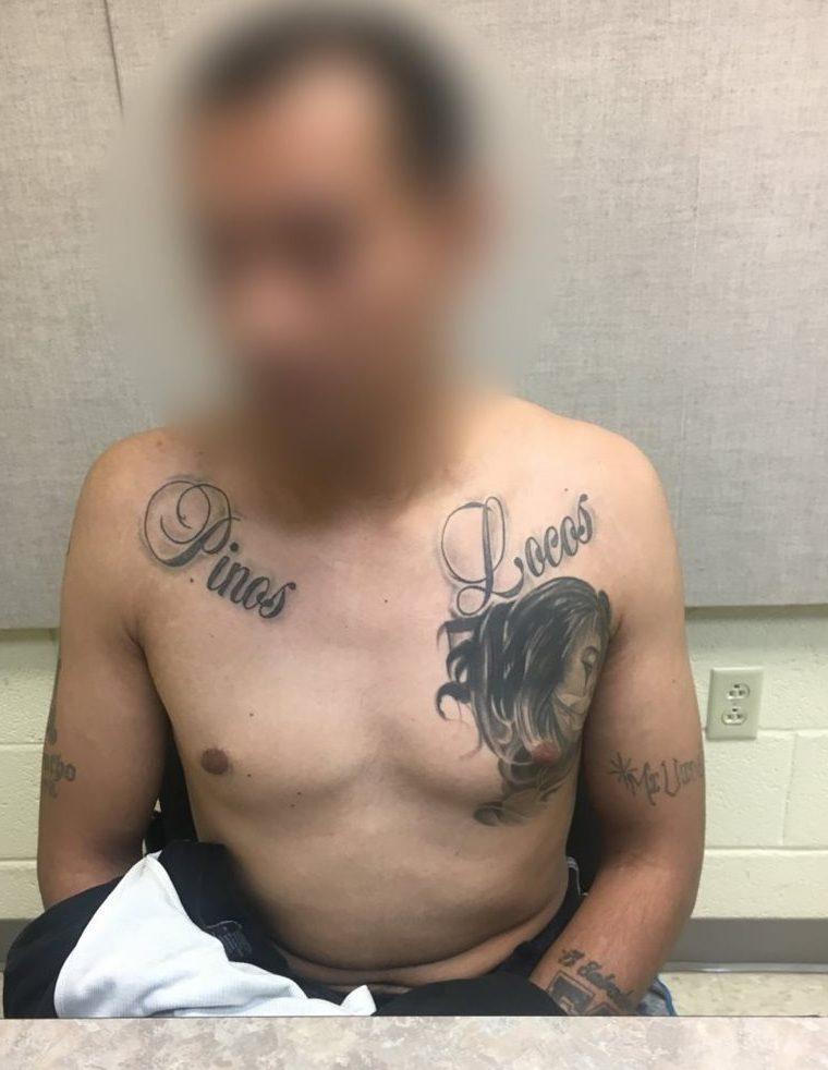 Uno de los capturados al momento de ser interrogado. (Foto Prensa Libre: Dvids)