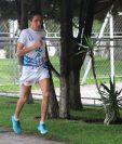 Luis Carlos Rivero, aunque no correrá los 21K de la ciudad, sigue preparándose para sus próximas competencias. (Foto Prensa Libre: Raúl Juárez)