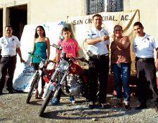 Bomberos Voluntarios de El Progreso entregan premios a pobladores. (Foto Prensa Libre: Héctor Contreras)