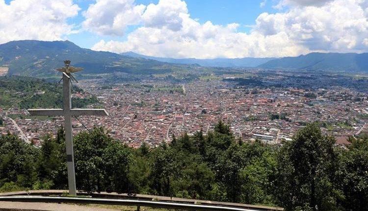 El mirador del cerro El Baúl es uno de los lugares que causa nostalgia en los migrantes. (Foto Prensa Libre: Archivo)