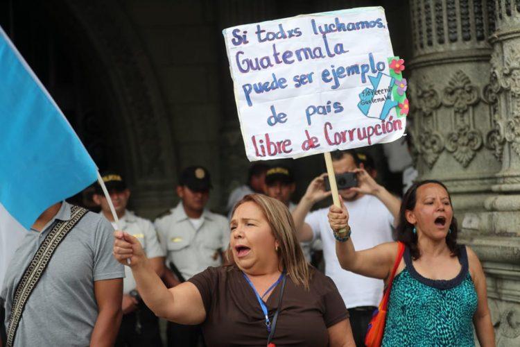 Estas manifestantes están a favor de la lucha contra la corrupción