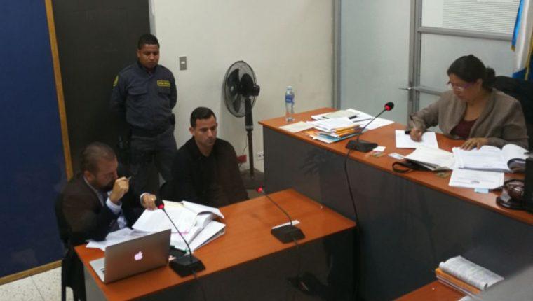 Marco Pappa durante la audiencia en el Juzgado Primero de Delitos contra la Mujer. (Foto Prensa Libre: Carlos Vicente)
