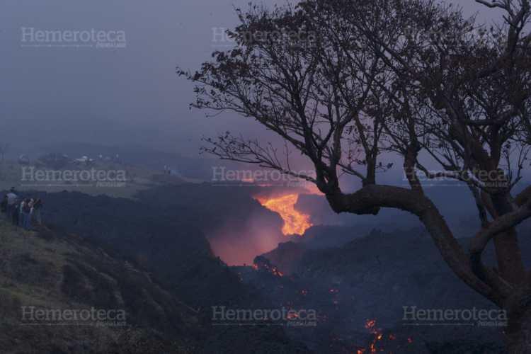 Vista de la erupción en las cercanías del crater del Volcán Pacaya.
