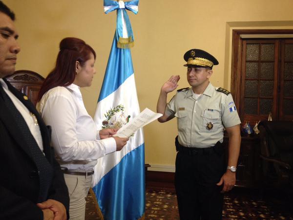 Nery Ramos Ramos fue juramentado como el nuevo director de la PNC en sustitución de Walter Cerón. (Foto Prensa Libre: Mingob)