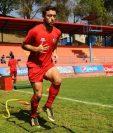 Henry López, delantero de Municipal, captado en el entrenamiento de este miércoles en el estadio Manuel Felipe Carrera. (Foto Prensa Libre: Francisco Sánchez).