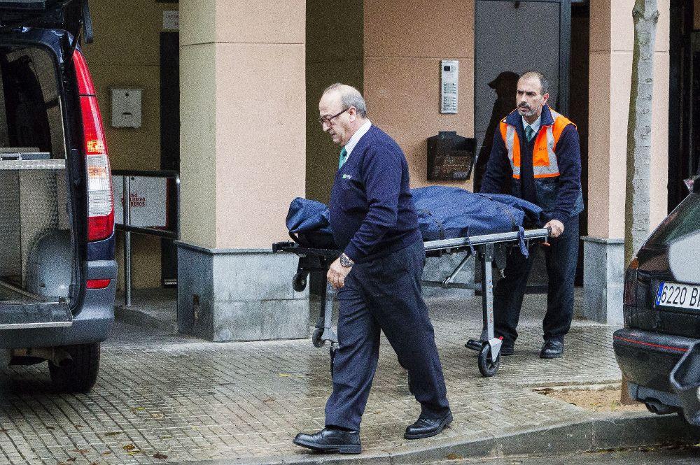Tres niños conviven varios días con el cadáver de su madre en España