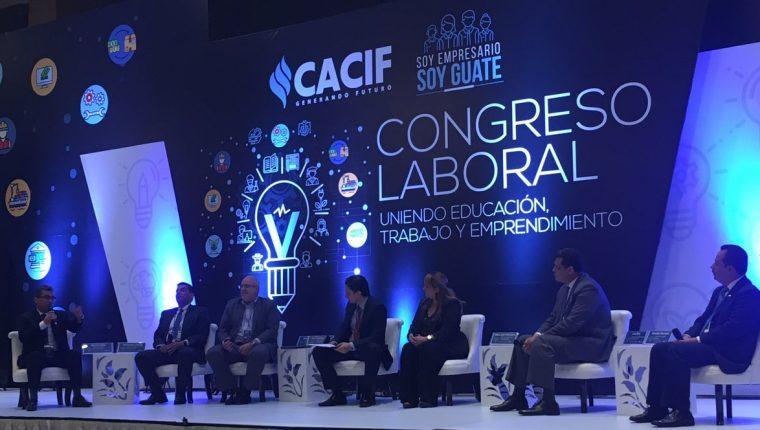Las iniciativas empresariales para capacitar a su personal y mejorar las competencias para el trabajo, fueron expuestas durante el V Congreso Laboral organizado por el Cacif. (Foto, Prensa Libre: Cacif)