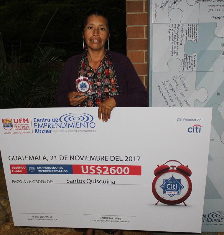 Santos Quisquiná Churunel, de Sololá, obtuvo un premio el año pasado por la calidad de sus productos. (Foto Prensa Libre: Cortesía de Puente de Amistad).